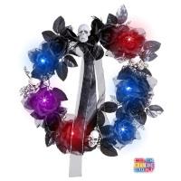 Krans met zwarte rozen en schedel met verlichting