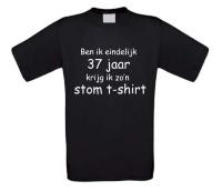 Ben ik eindelijk 37 jaar krijg ik zo'n stom t-shirt