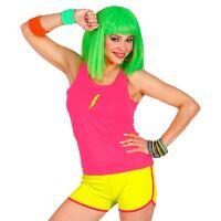 Pittig neon hotpants geel vrouw voor een foute party of disco feest
