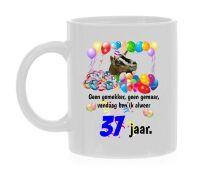 Thee mok verjaardag 37 leeftijd met leuke tekst en print van een geit